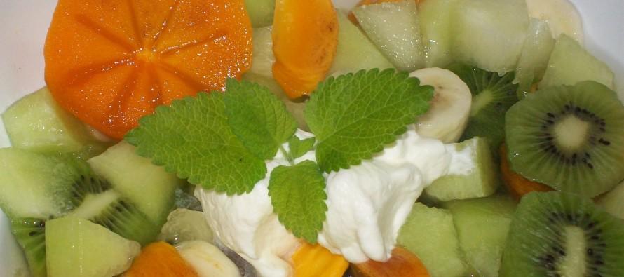 Exotische Fruitsalade met sharonfruit en kiwi