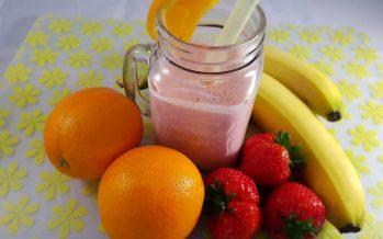Smoothie van aardbeien en sinaasappel
