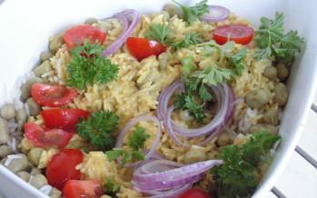 Zomerse rijstsalade met tuinbonen
