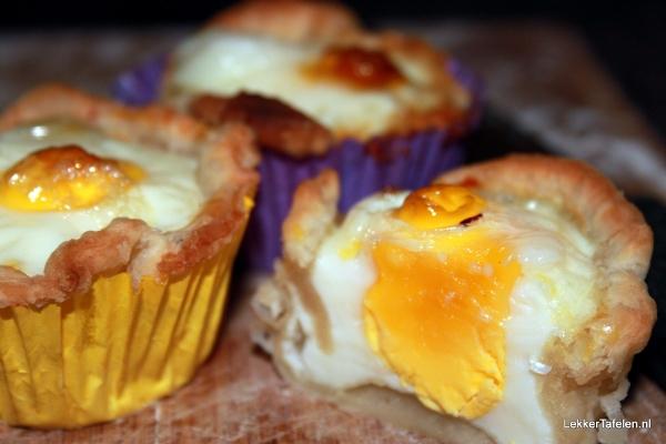 Eieren, gebakken in bladerdeeg