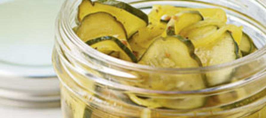 Courgette op olie met ansjovis, knoflook, kappertjes en verse munt