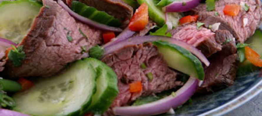 Favoriete salade bij de barbecue met vers gegrilde for Vers de salade
