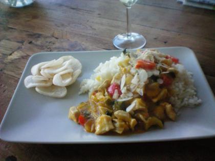 Kip met mango en kokos uit Bali