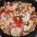 Kip in het pannetje met parmaham, bonen en tomaatjes