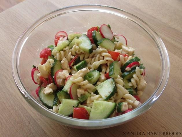 Hedendaags Koude pasta-salade met verse groente.   Lekker Tafelen ZE-65