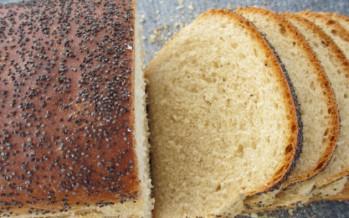 Lekker vers witbrood met maanzaad bakken