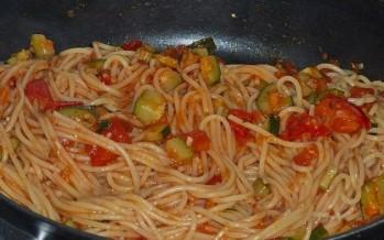 Mediterrane Spaghetti met courgette en tomaat