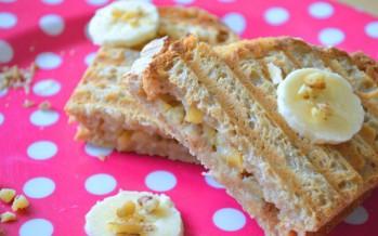 Zoete tosti met honing en banaan