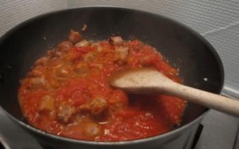 Tomatensaus met worst; Heerlijke Pastasaus of brooddip
