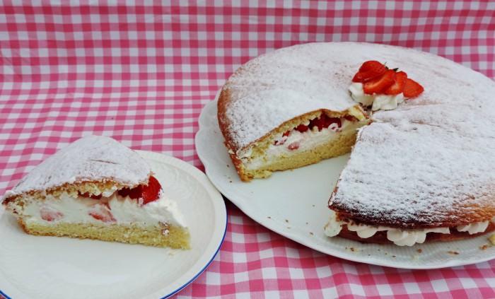 Licht en luchtig gebak met verse aardbeien