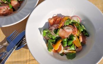 Frisse salade met zalm, radijs en sinaasappel