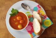 Tomatenketchup met basilicum. Zelfgemaakt het lekkerst
