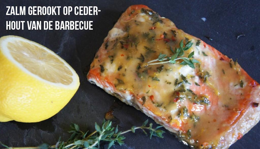 Verse zalmfilets van de barbecue gerookt op cederhout lekker tafelen - Eigentijdse barbecue ...