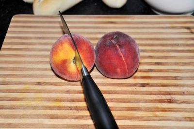 Broodje zomer - perzik snijden