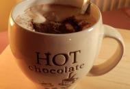 Warme chocomelk met een tic