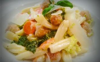 Pasta met kipgehaktballetjes en volop verse groenten