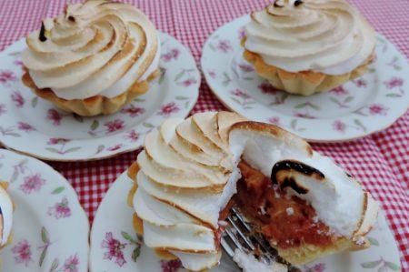 Rabarber-meringue taartjes