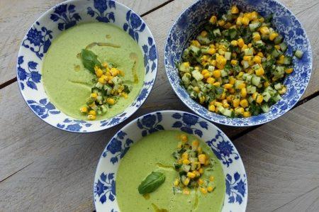 Koude basilicum-spinazie soep