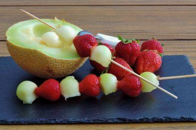 aardbei-meloen-spiezen fruitsalade