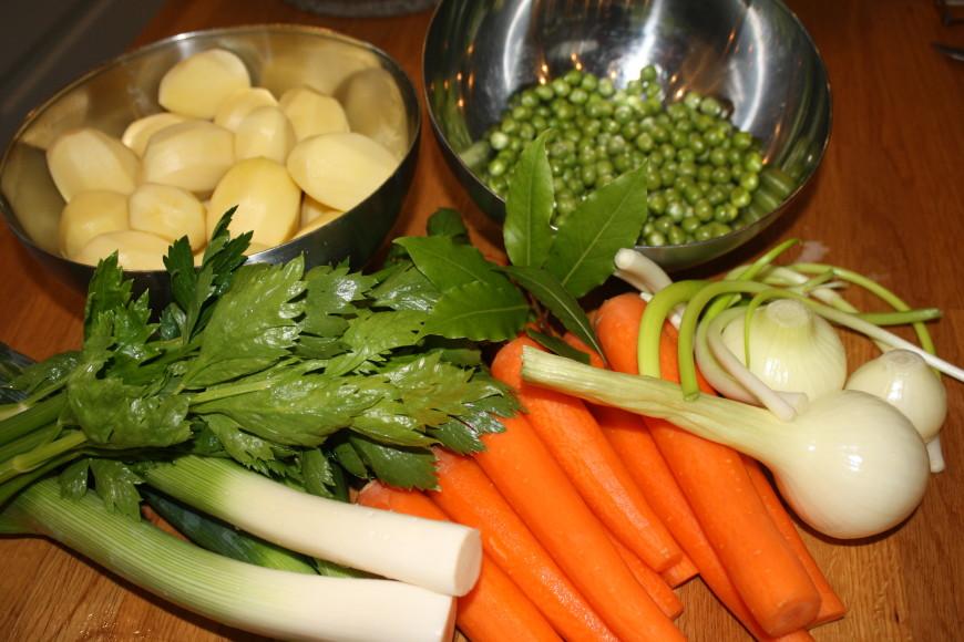 Gedoemsel stoofpot van verse groenten uit de tuin for Groenten tuin