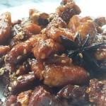 Sticky buikspek; met een wat zoet, pittig, kleverig sausje