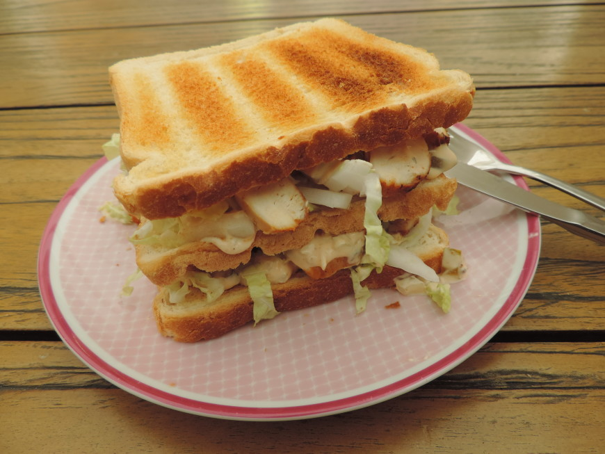 Clubsandwich met Chinese kool en kip