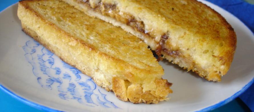 De favoriete tosti van Elvis Presley met pindakaas banaan en….