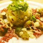 Balsamico spruitjes met gebakken spekreepjes en een puree met feta en pijnboompitten