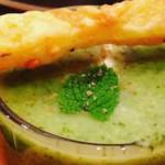 Broccolisoep met munt en zelfgemaakte soepstengels
