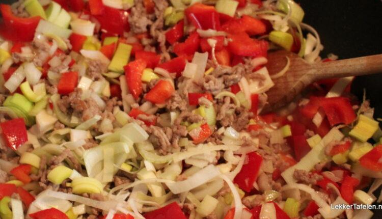 Italiaanse macaronischotel met gehakt