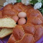 Paasbrood, gevlochten als een nestje