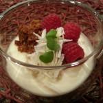 Panna cotta met witte chocolade en crumble