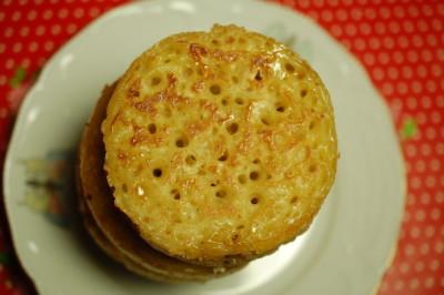 Crumpets; heerlijke in de pan gebakken broodjes  Crumpets; heerlijke in de pan gebakken broodjes  Crumpets; heerlijke in de pan gebakken broodjes