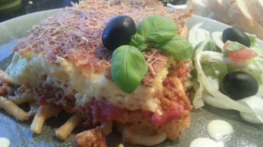 Griekse macaronischotel uit de oven: Pastitio