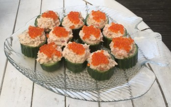 Komkommerhapjes met zalm; knapperig en feestelijk