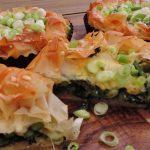 Groentetaartje met verse spinazie, tuinbonen en asperges