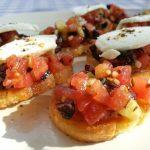 Bruschetta met tomaat en geitenkaas