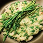 Wilde asperges met erwten risotto