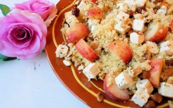 Couscoussalade met wilde perzik en kaas
