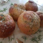 Knoflookbroodjes; lekker bij pasta of barbecue