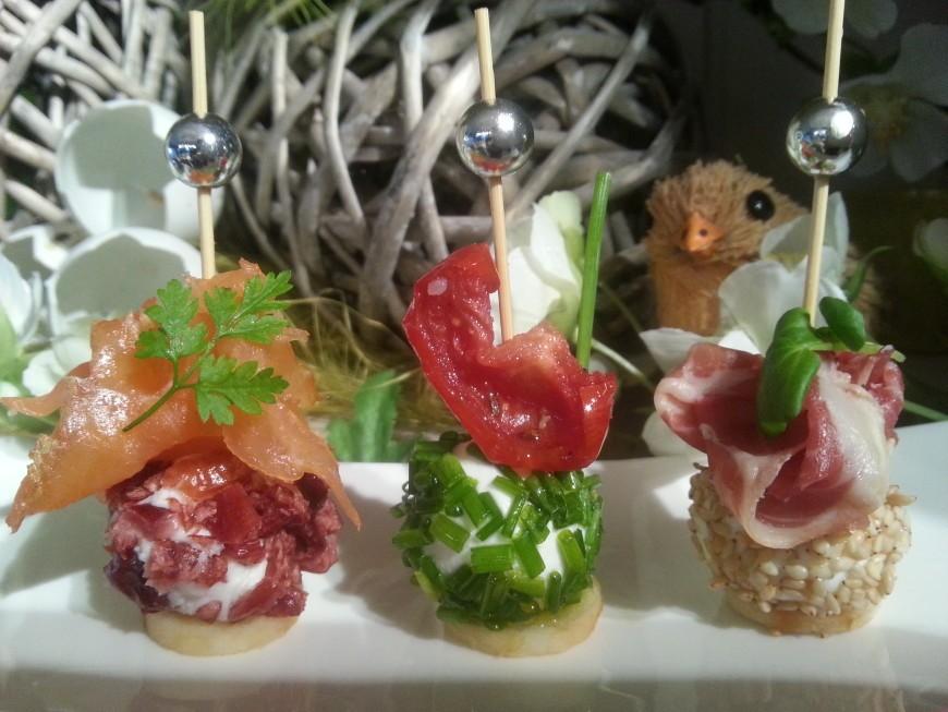 Geitenkaas hapjes; Kleurrijke verleiding op de borreltafel