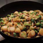 Spruitjes met kaas en cashewnoten uit de wok