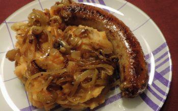 Wortelstamp met gebakken uien en braadworst