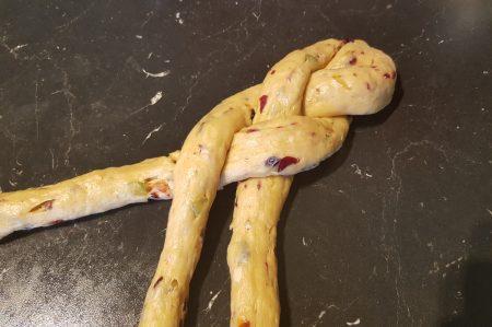 Vlechtbrood met gedroogd fruit