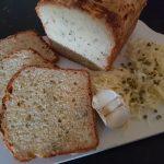 Knoflook-kaasbrood; een perfecte begeleider bij de maaltijd