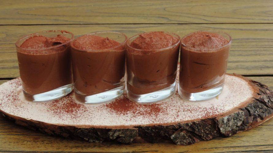 Chocolademousse; Heerlijk klassiek met een scheutje likeur