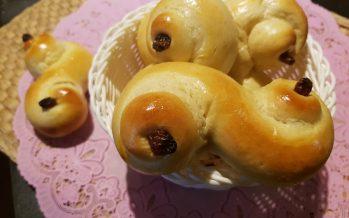 Saffraanbroodjes; een feestelijk broodje bij een feestelijk ontbijt