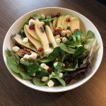 Gemengde salade met crumbles van geitenkaas