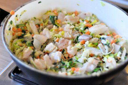 Vispannetje van poon en wijting pan met vis