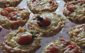 Quiche met Emmentaler, spek en tomaat